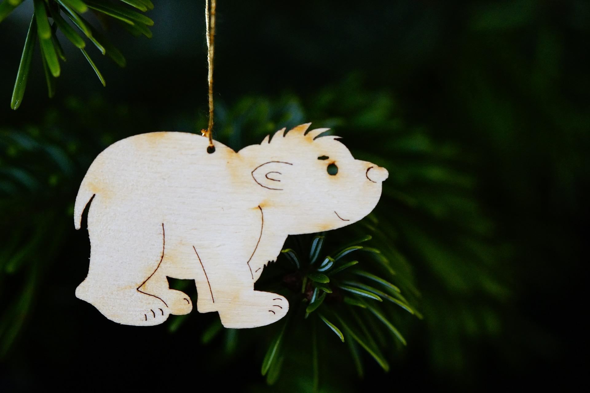 Kleiner Eisbär als Tannenbaumschuck ©Pixabay