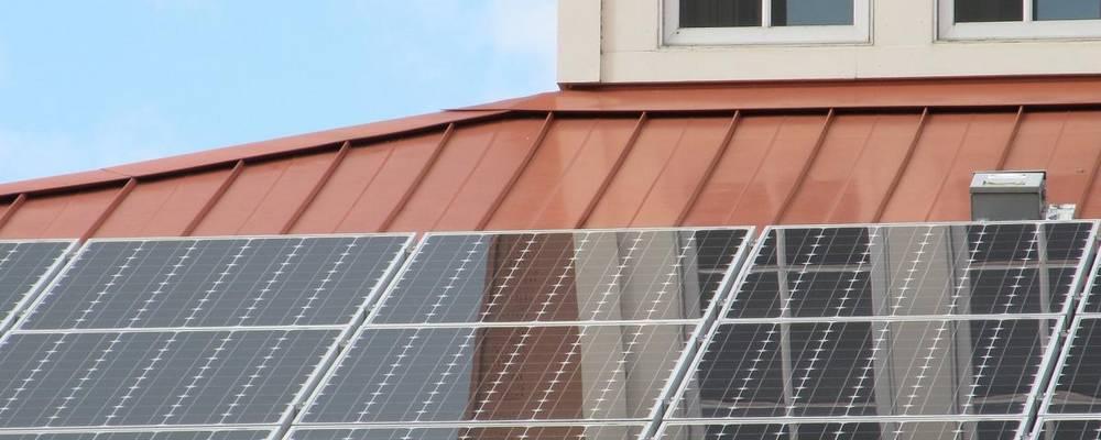 Photovoltaik-Anlage auf einem Häuser-Dach