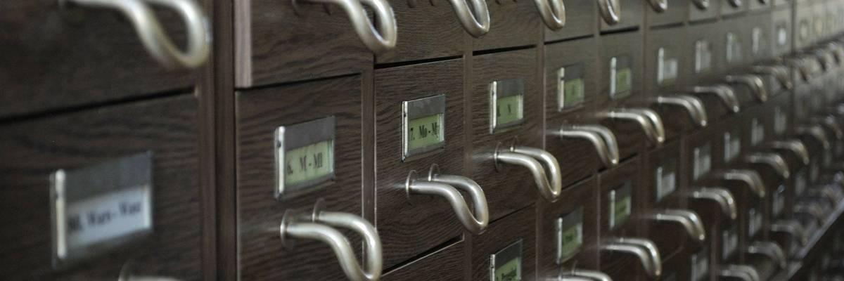 Schubladen in einem Archiv