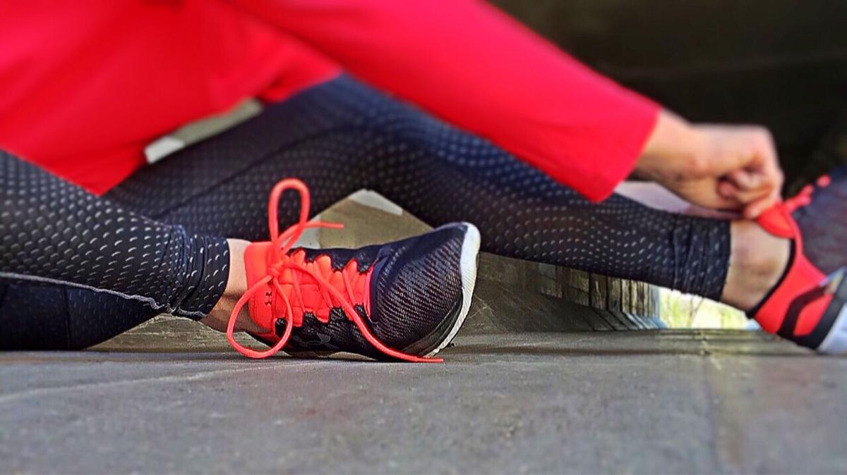 Beine in Gymnastik-Kleidung