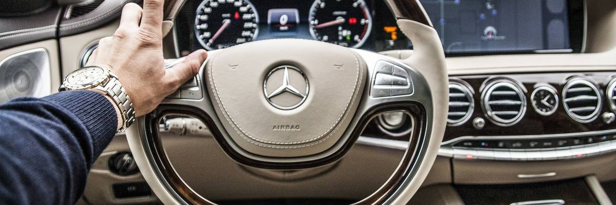 Cockpit eines Autos