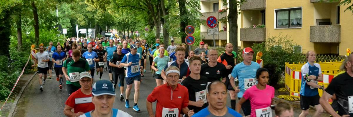 Start des 10km-Lauf beim Laatzen Leinelauf 2016 auf der Alten Rathausstraße ©Andreas Müller
