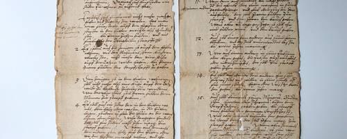 Zwei Blätter einer historischen Handschrift