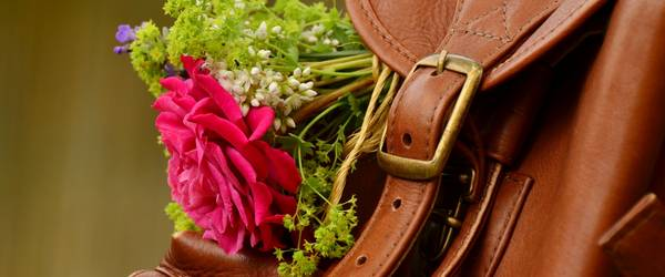 Lederrucksack mit Blumen