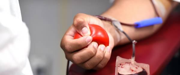 Arm einer Person bei der Blutspende ©Katrin Förster