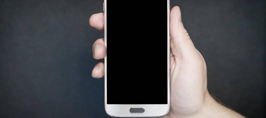 Smartphone in der Hand gehalten
