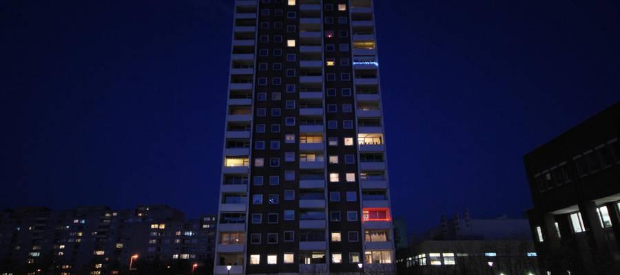 Hochhaus in Laatzen bei Nacht