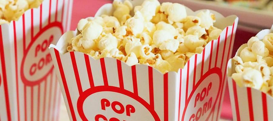 Popcorn in einer Papiertüte