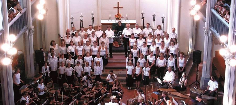Ensemble des Kirchenchors Guben beim Auftritt