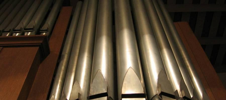 Orgelpfeifen einer Kirchenorgel